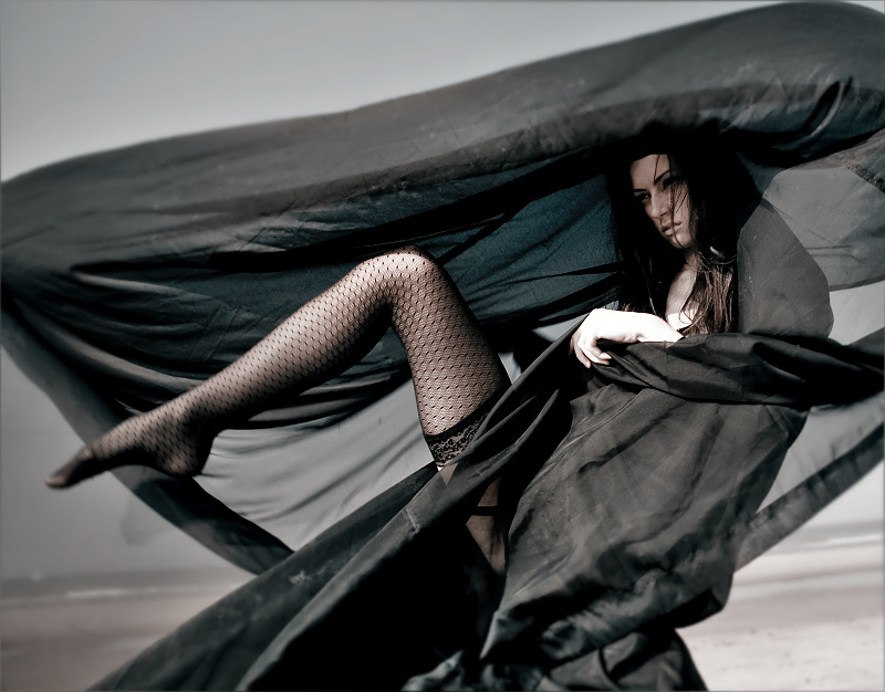 Female model photo shoot of Elitsa Valenty by R SCOTT