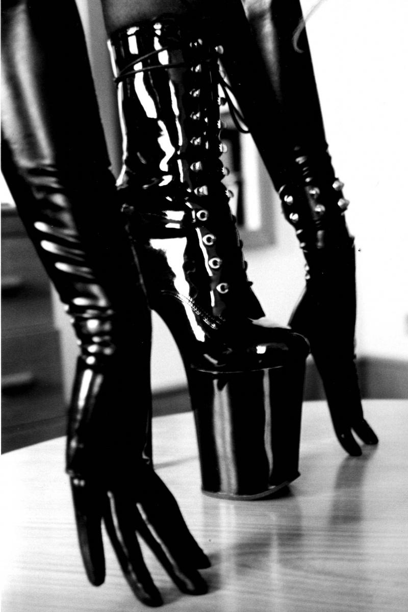 Dublin Oct 11, 2007 2005 LaGwardia These Boots