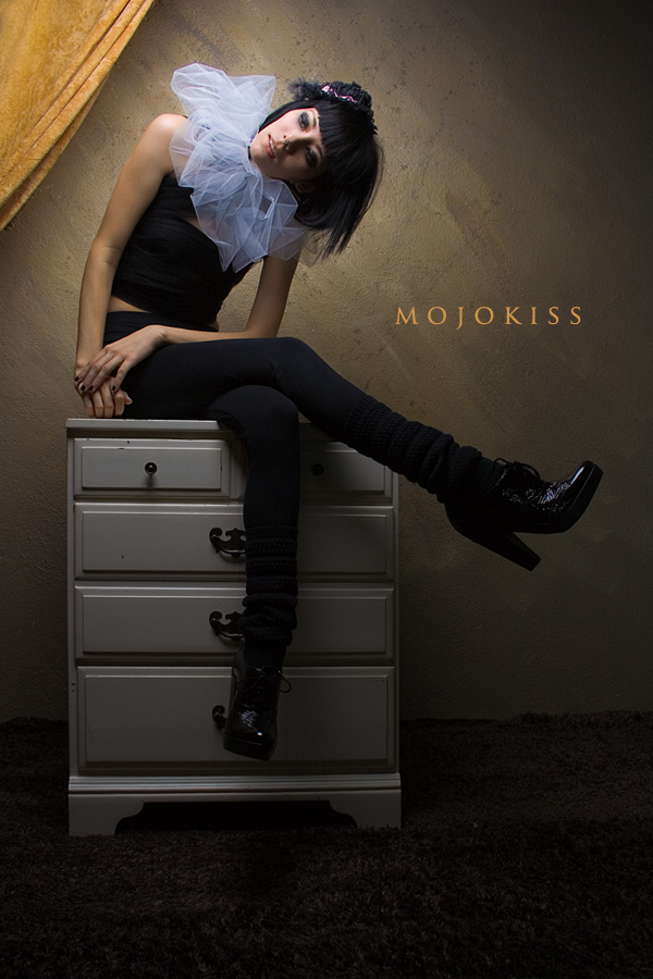 Nov 26, 2007 Mojokiss wardrobe stylist Mua)  Sophia Mata (shoes by Michael kors)