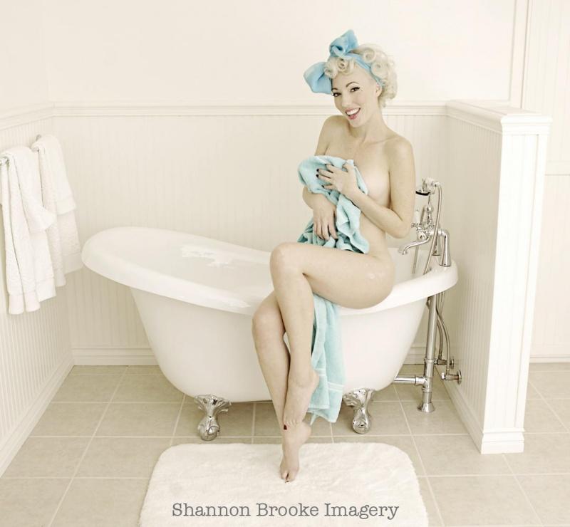 Nov 26, 2007 Shannon Brooke 2007 bath time! hair/makeup by me!