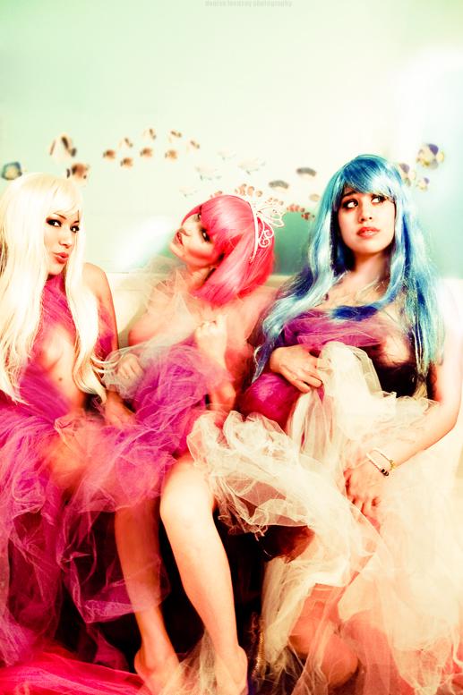 Pharr TX Nov 29, 2007 Denise Lecusay Erica (blond), Hetzl (pink)l, Andrea (blue)