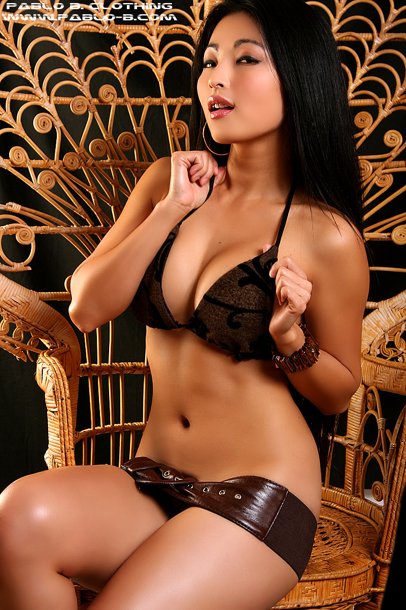 Female model photo shoot of AriaLee