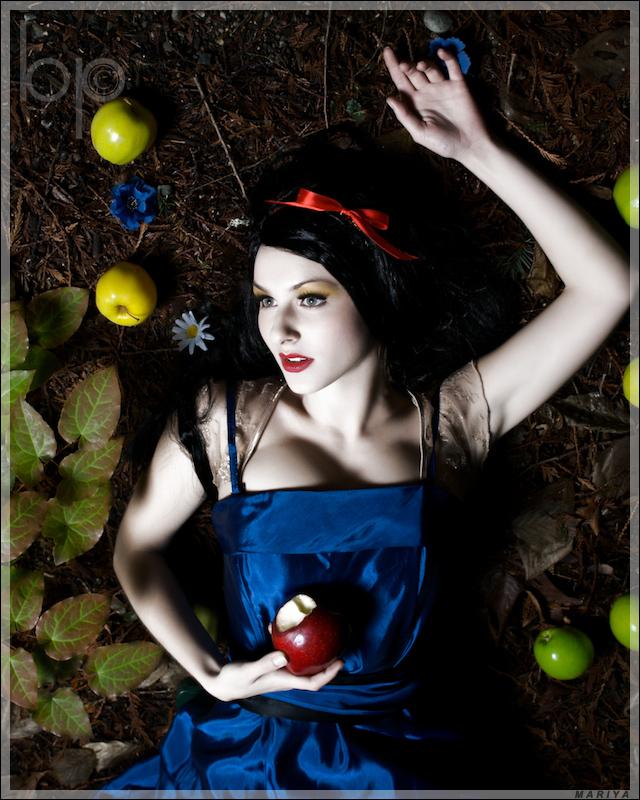 Bainbridge Island, WA Dec 12, 2007 © ByteStudio Photography Dont eat the Apple....