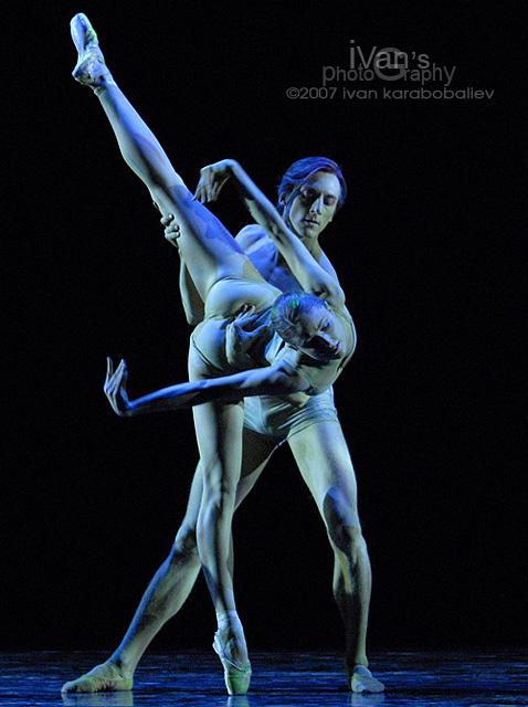 Calgary Dec 13, 2007 ivan karabobaliev Dancing Joni