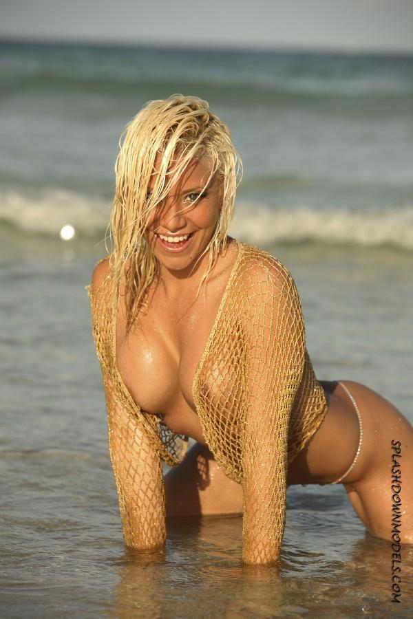 SOUTH BEACH MIAMI FLORIDA Dec 14, 2007 2007 BY:DERICK SPLASHMODELS.COM