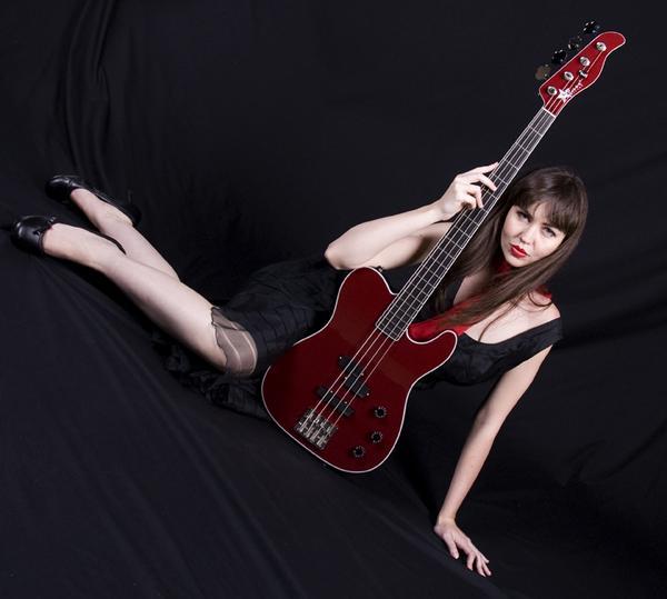 Dec 21, 2007 2007 Michael van Gelder Tara Lightfoot for Starr Guitars, L.L.C.