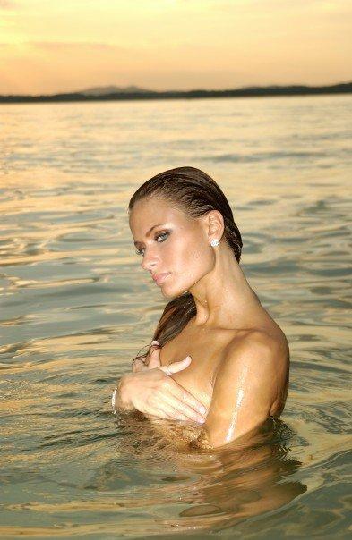 Female model photo shoot of Alexa Orr