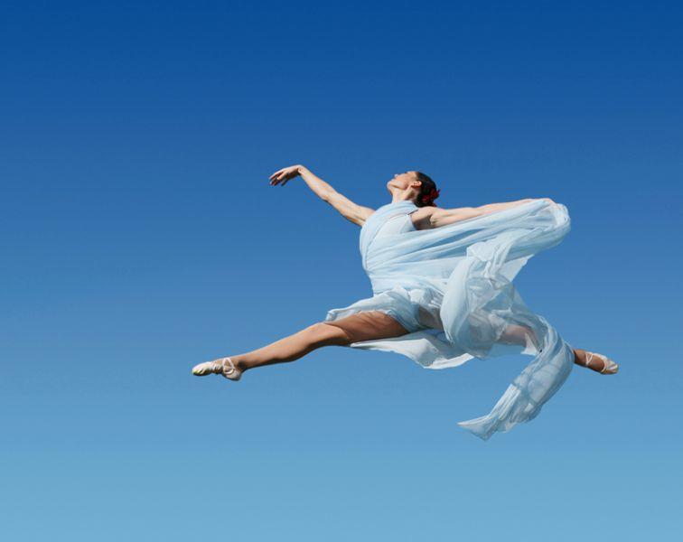 Saint Louis, MO -- USA Dec 31, 2007 Carlos Santa Maria Ballerina Jumping