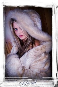 Female model photo shoot of Susan Gerth