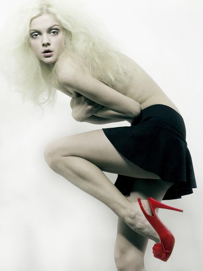 Inwood Jan 23, 2008 Viktoriya (WOMEN NYC) Skirt--FunkyFannys Vintage; Shoes--Christian Louboutin for www.stylebermuda.com
