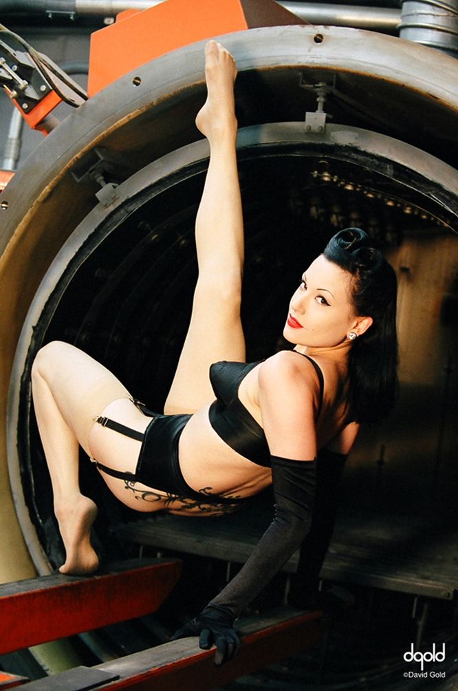http://photos.modelmayhem.com/photos/080128/10/479df6a7a29e9.jpg