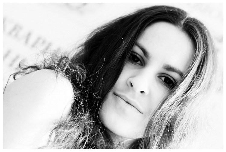 Female model photo shoot of Nikablack