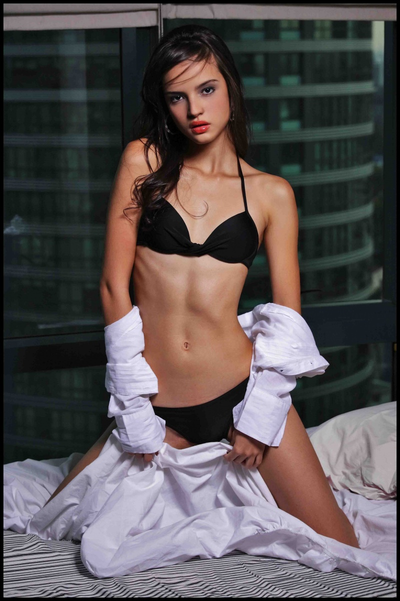 Female model photo shoot of Lizette in Makati, Philippines