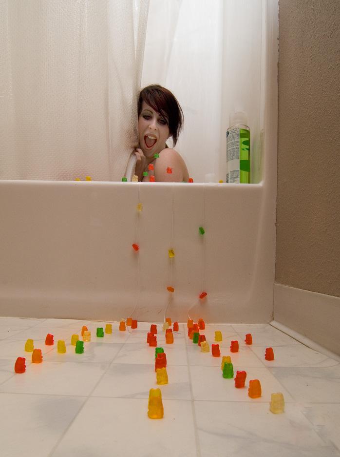 the bath tub Mar 23, 2008 nwprophoto Gummis Attack!!!!!
