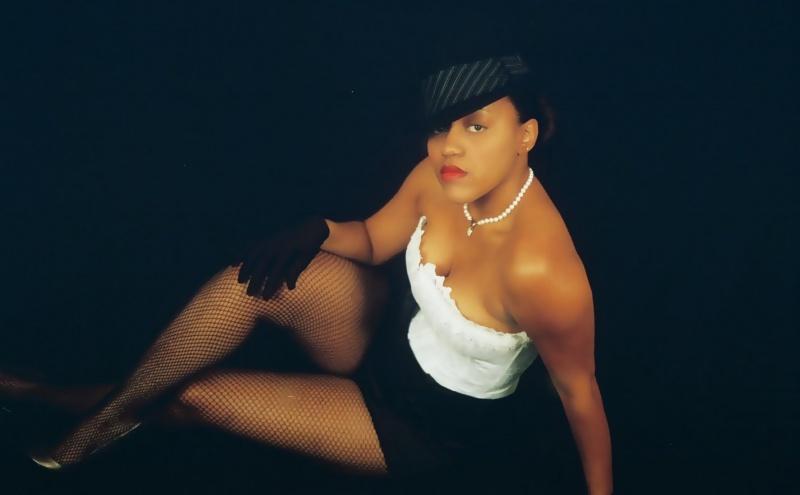 Female model photo shoot of Ki La The Beauti