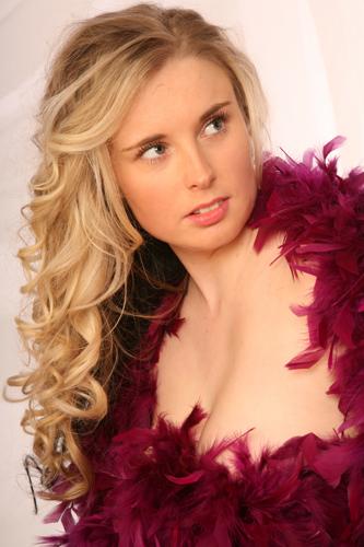 Female model photo shoot of Martina21