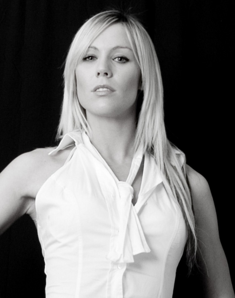 Female model photo shoot of Lou11