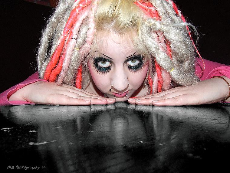 Glamourous Show Bar Birmingham May 04, 2008 Morbid Beauty Photography © Jizzabell