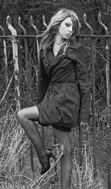 http://photos.modelmayhem.com/photos/080508/07/4822e94e9d0d1.jpg