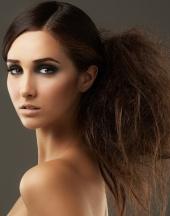 Прически на длинные волосы 2013 отличаются простотой и способностью легко перевоплотить.