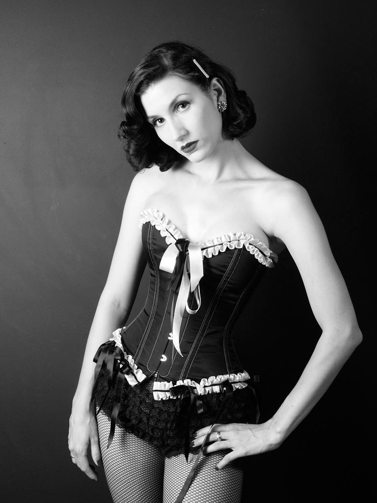 Adrian Pinis Studio May 17, 2008 HarjTT Classic Pinup - Model, MUA/Hair/Stylist: Fleur. Wardrobe Stylist Fairy Goth Mother