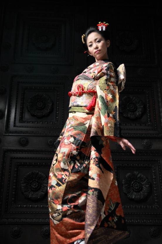 Otemachi,Tokyo Jun 02, 2008 Tatsu Dragon Ishiduka COPYRIGHT ALL RIGHTS RESERVED mako san(No MM) put on the Japanese Kimono, Its very gorgeous. She wore this Kimono for the contest. We shoot in front of the old door at Otemachi, near the Tokyo-Station. 24th, October, 2007