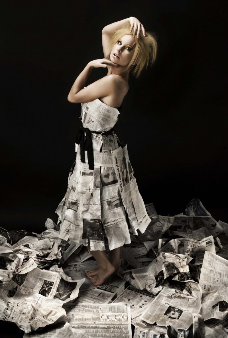 Jun 08, 2008 © Lindsay Ralph newspaper girl