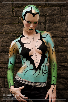 The Point, Cardiff Jun 10, 2008 www.imagewales.co.uk Body painting by Maria Retter