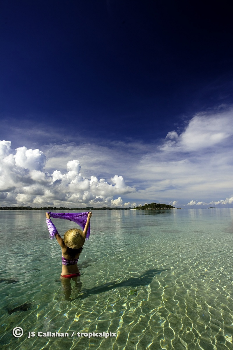 Female model photo shoot of Apple Lin in Belitung Island, Indonesia