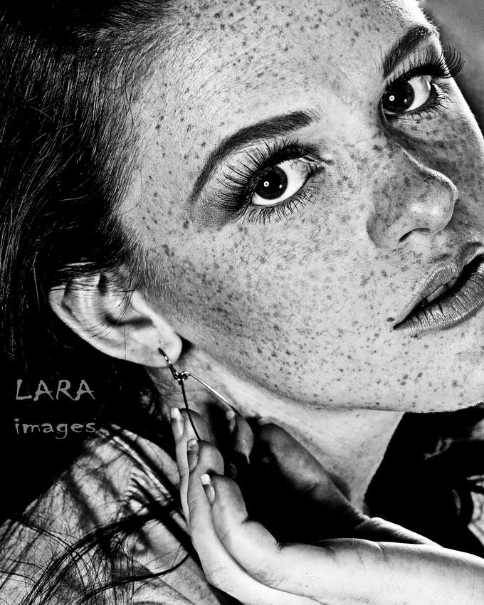 Mission Studios, San Antonio Jun 14, 2008 (c) 2008 LARA images. All rights reserved. Freckles