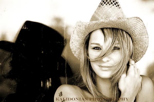 Female model photo shoot of Cheyanne26