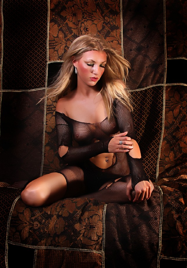 Female model photo shoot of Chelsea B LAHANI
