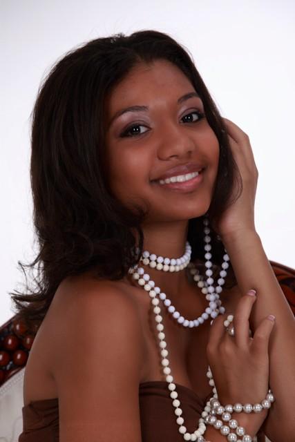 Female model photo shoot of Deja Frederick