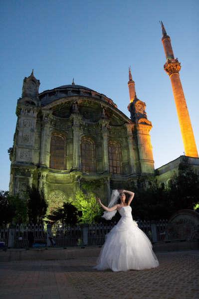 Female model photo shoot of ayistanbul by Evrim Icoz Photography in Istanbul, Turkey