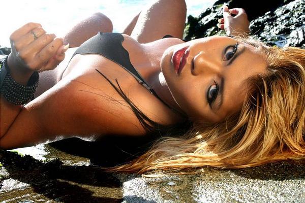 Female model photo shoot of Carol Linh Shenton