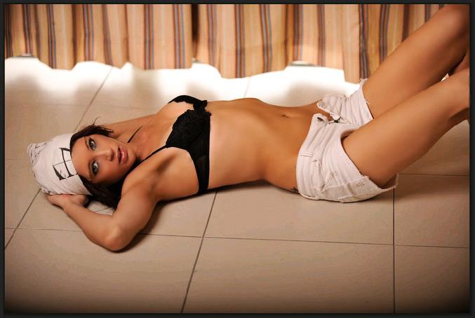 Female model photo shoot of Miss Nicci