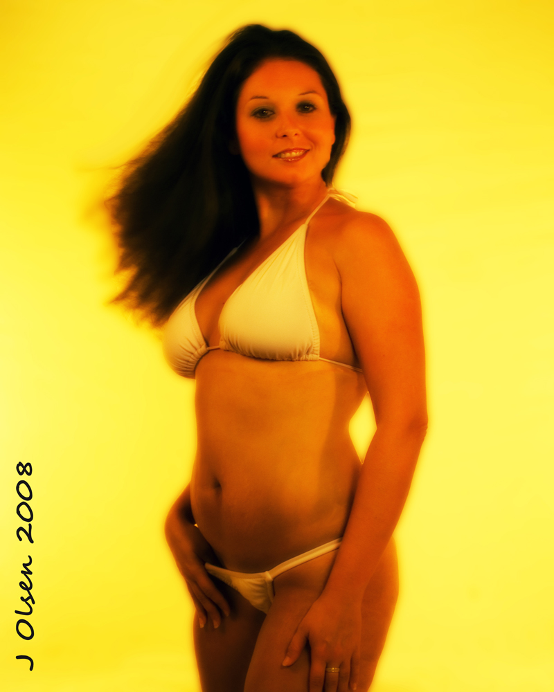 Female model photo shoot of Meltini