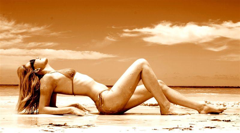 Female model photo shoot of Lozzie86