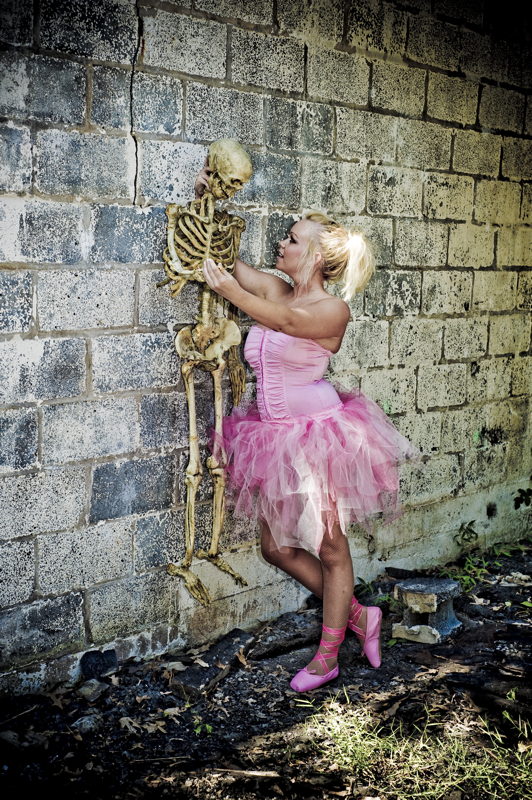 undisclosed Aug 18, 2008 © Neil Greenberg 2008 The Ballerinia & Mr. Bones - A Love Story