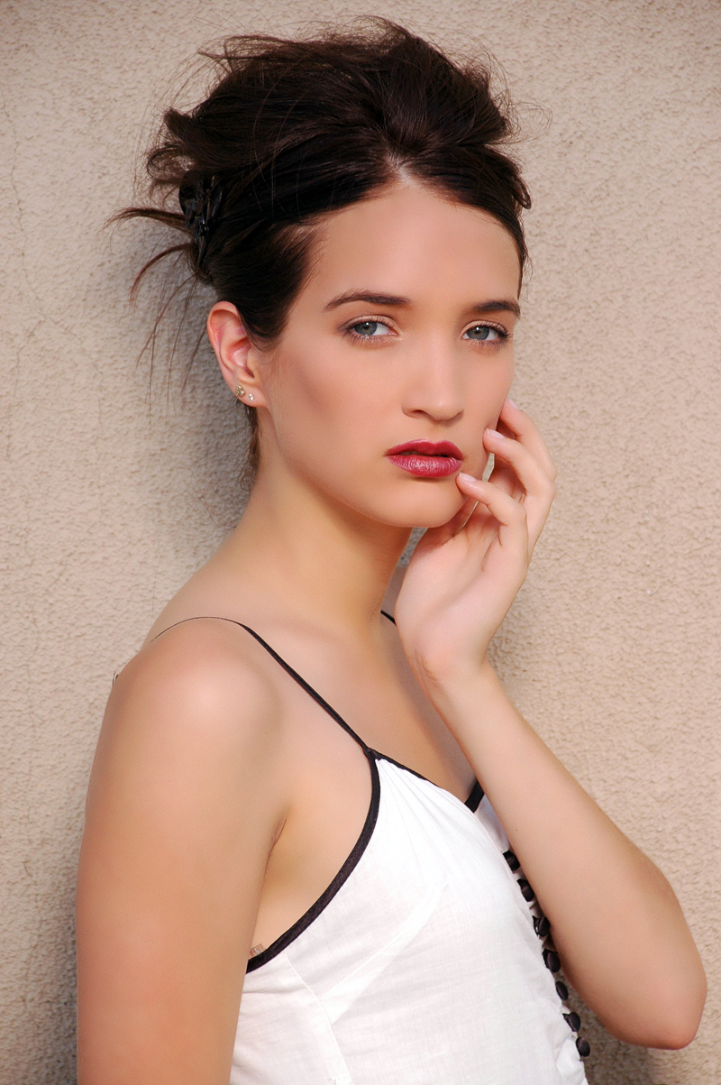 Female model photo shoot of Sica Ferreira by edpphotos, makeup by Sicatastic Makeup