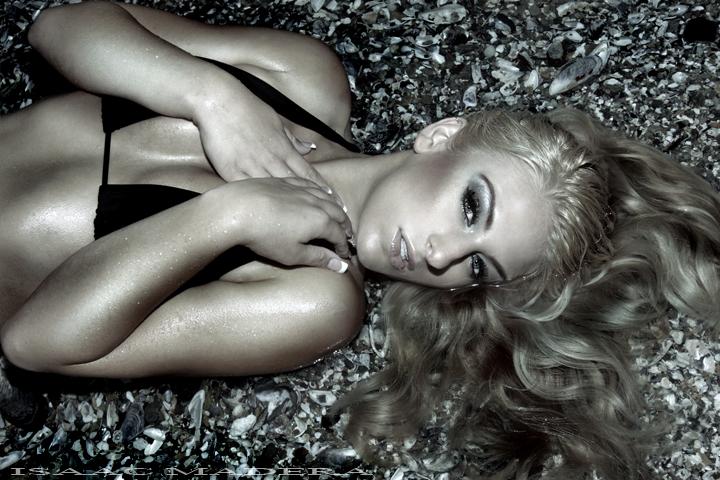 Female model photo shoot of Jessi Duran