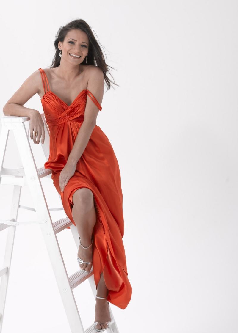 Female model photo shoot of Yulia Gulia in Studio