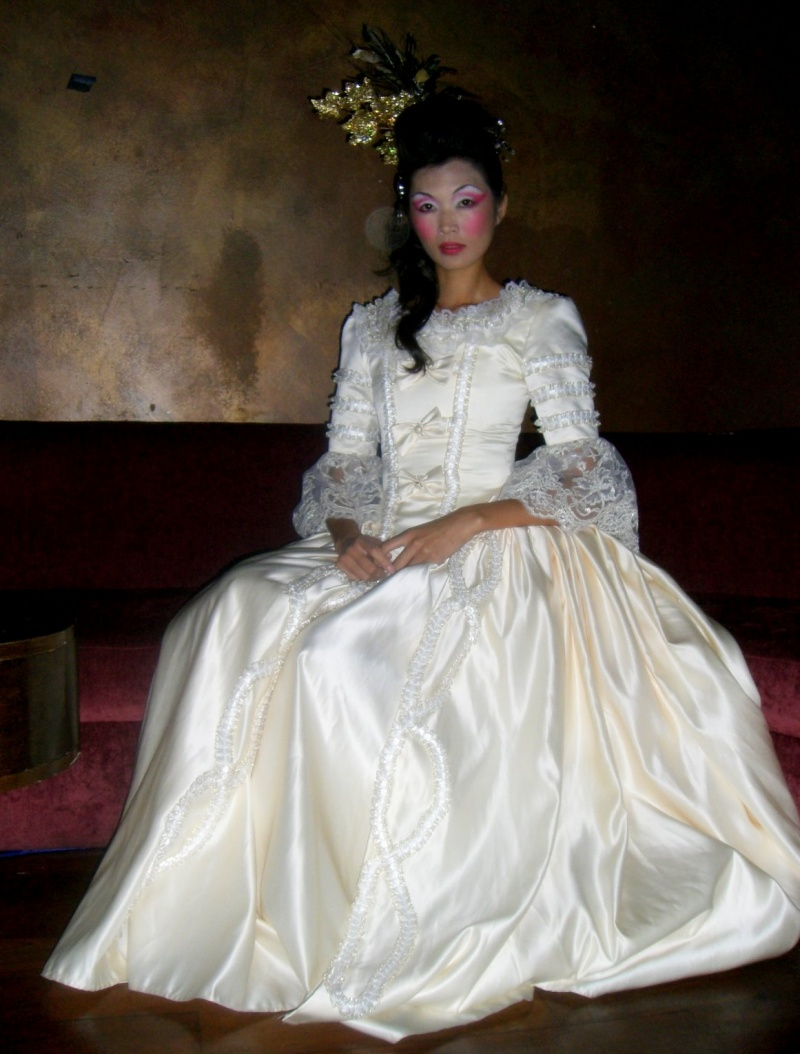 NYC , NY  Aug 30, 2008 Jasmine Tang AZAC Designs beautiful collection show in NYC ~like a painting !!