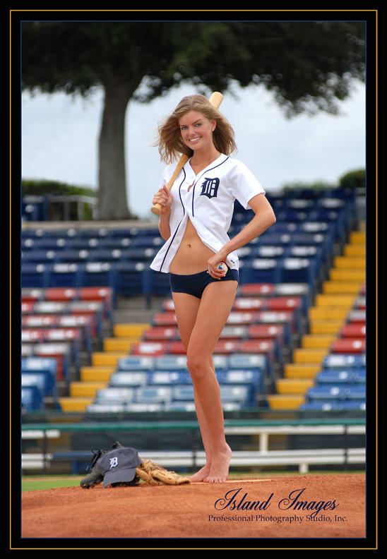 http://photos.modelmayhem.com/photos/080907/13/48c411090fb8b.jpg