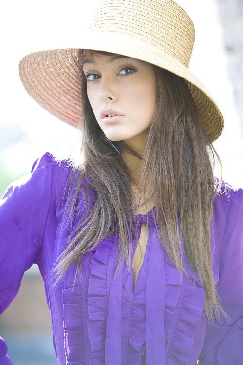 Female model photo shoot of Emilia Grace Rossi by dan brookman