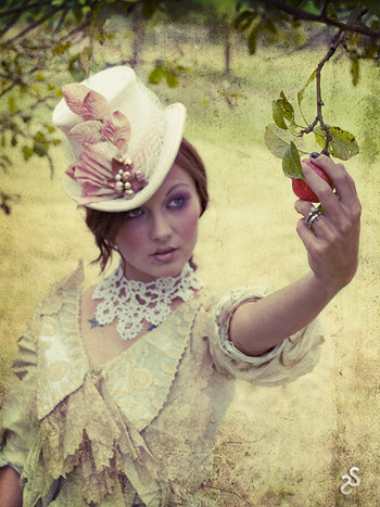 Sep 27, 2008 Silent Shudder Photography The Holly - Victorian Day Hat / Beaux Deadly / Silent Shudder Photography