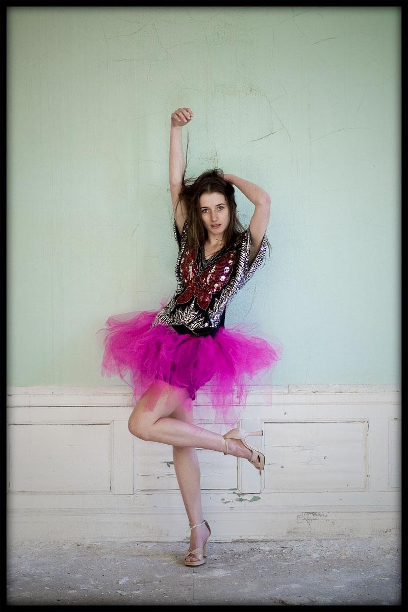 Female model photo shoot of Dri Rakel , wardrobe styled by Shannon Kramp