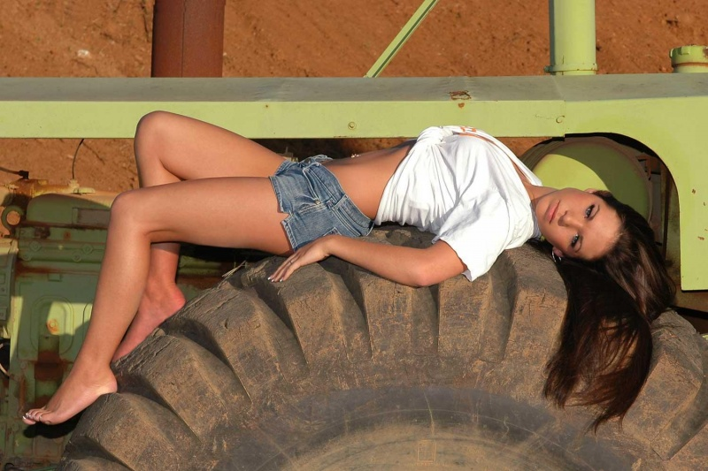 Female model photo shoot of Crislyn Garner