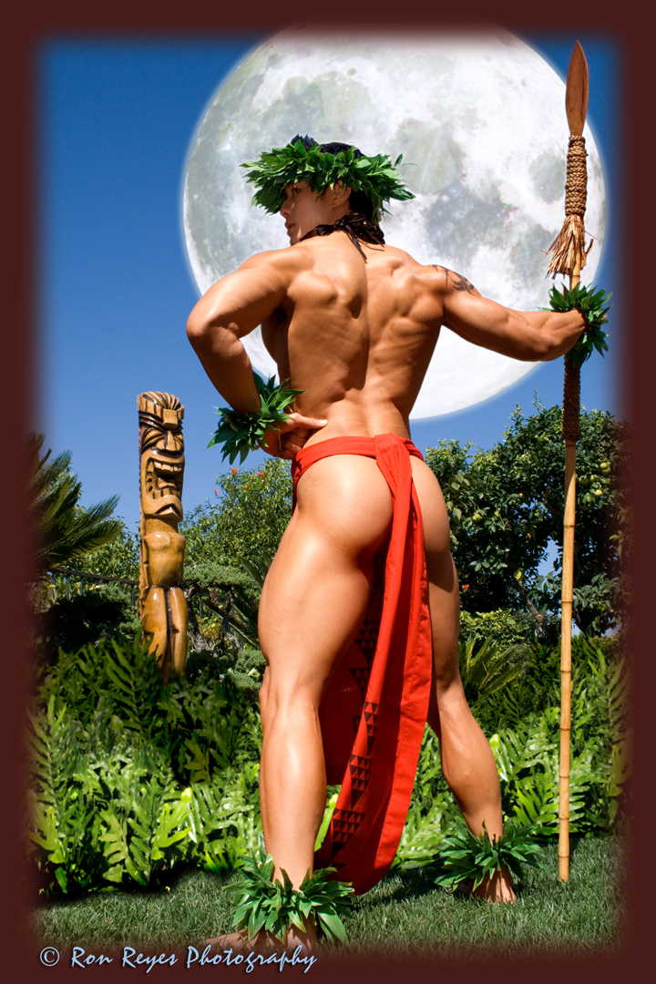 Purchase full version here: http://bit.ly/Rgktua Oct 22, 2008 Ron Reyes Photography .com Bringing Back the Halloween Moon - Hawaiian style - Mahina piha
