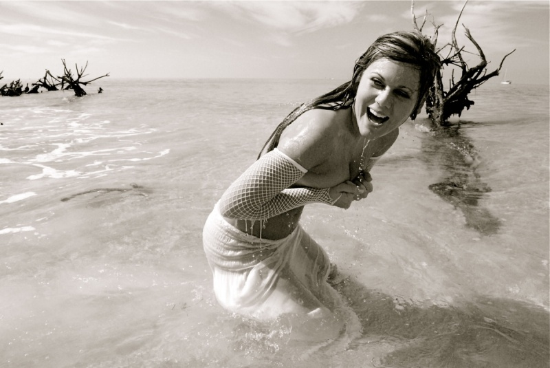 Bradenton, Florida Oct 23, 2008 photostationfl@mac.com Unexpected accidents will happen...a candid shot of Miss Sharla in the first 5 minutes into her very first modeling shoot